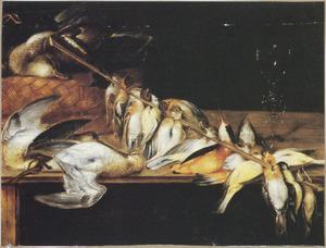 Stilleven met zangvogels aan een stok, een mand met een eend en rechts een wijnglas