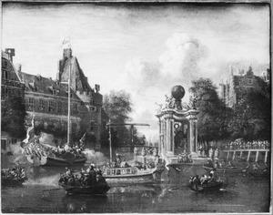 Gezicht op de Amstel bij de Kloveniersdoelen met het ter ere van Peter de Grote opgerichte vuurwerkgebouw, 29 augustus 1697