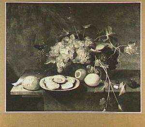 Stilleven met vruchten in een mand, oesters en een wijnglas