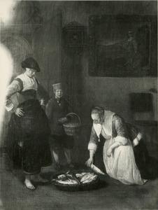 Visverkoopster en een knecht in een interieur met een jonge vrouw die vis uitkiest