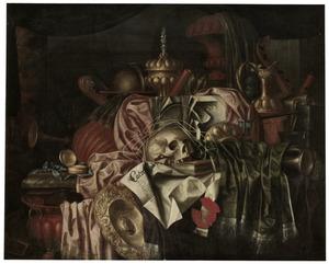 Vanitasstilleven met schedel, siervaatwerk en muziekinstrumenten op een marmeren blad