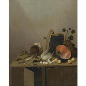 Stilleven van een dode eend, visjes, eieren, een koperen pot en andere voorwerpen gearrangeerd op een keukenkastje