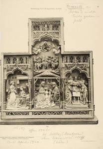De annunciatie (links), de geboorte met de aankomst van de drie Wijzen (midden), de besnijdenis (rechts)