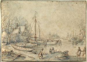 Winterlandschap met schepen en huizen aan de waterkant, en schaatsende figuren op het ijs
