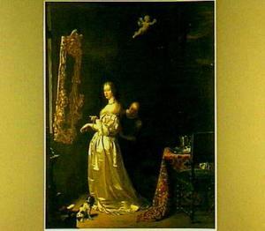 Jonge vrouw aan haar toilet voor een spiegel
