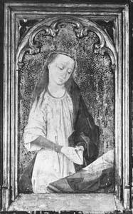 Maria biddend achter een lezenaar