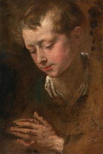 Studiekop van een jongen met gevouwen handen