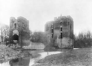De ruïne van kasteel Brederode vanuit het noordoosten, na restauratie