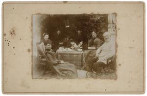 Groepsportret met Corneille Jean Louis Pichot Lespinasse (1814-1905), Jeanne Cornélie Pichot Lespinasse (1855-1919) en waarschijnlijk Pauline Françoise Sigismunde Pichot Lespinasse (1842-1925)