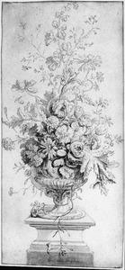 Bloemstilleven in een vaas op een piedestal