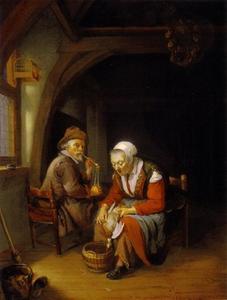 Een oude vrouw die een eend plukt en oude man die zijn pijp aansteekt