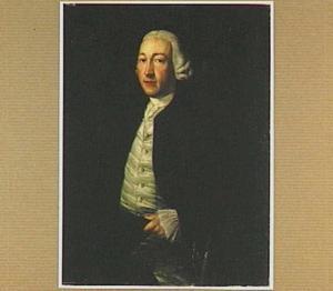 Portret van een man met een hoed in zijn hand