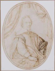 Portret van een man zittend aan tafel met kompas