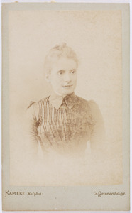Portret van Helena Lucia Kips (1866-1928) of Cornelia Gerardina Kips (1865-1939)