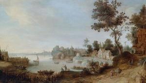 Rivierlandschap met boten, vissers en figuren bij een herberg, een dorp verderop