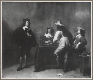 Elegant gezelschap van rokende, drinkende en triktrakspelende mannen in een interieur