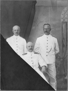 Portret van Hendrik Johannes Albarda (1869-1936), Joan Diederik Albarda (1869-1950) en Jan Albarda (1863-1947)
