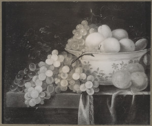 Stilleven met druiventros, porseleinen kom met vruchten en abrikozen op een deels gedekte tafel