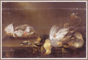 Stilleven met gevogelte en een vergiet met vis