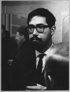 Franck Gribling op een opening van een tentoonstelling van werk van Albert Waalkens in Finsterwolde op 6 maart 1965