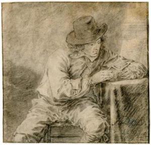 Jonge man lezend aan een tafel