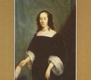 Kniestuk van een vrouw met in haar hand een struisvogelwaaier