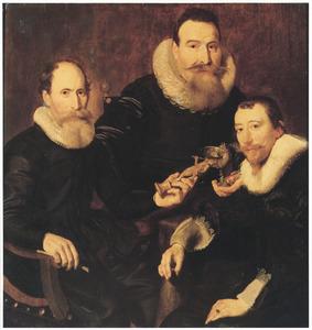 Groepsportret van drie mannen, mogelijk overlieden van het gilde der goudsmeden
