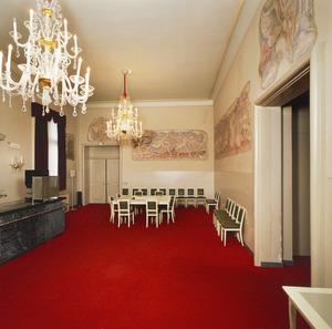 Zaal met muurschilderingen