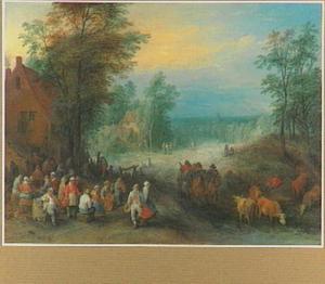 Feestende boeren voor een herberg en een wagen op een zandweg