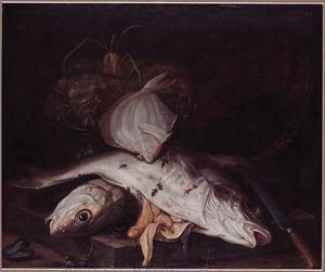 Stilleven van vissen, mosselen en inktvis op een stenen plint