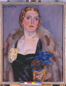 Portret van mevrouw C.M. van der Vuurst de Vries-Dreher, met hond (1873-1941)