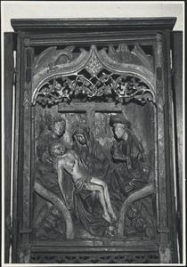 De kruisiging, de kruisheffing (binnenzijde linkerluik); De bewening (middendeel); De opstanding, Christus in Limbo (binnenzijde rechterluik)