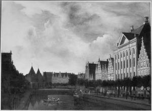 Amsterdam, Kloveniersburgwal met het Trippenhuis, links de Sint Antoniespoort met de Waag op de Nieuwmarkt