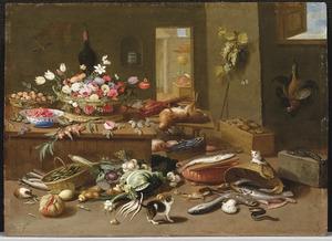 Mand met bloemen, vruchten en jachtbuit op een houten tafel en katten en vis op de grond