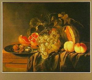 Stilleven met vruchten en noten op en tafel