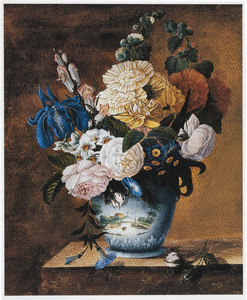 Bloemen in een gedecoreerde vaas op een marmeren blad