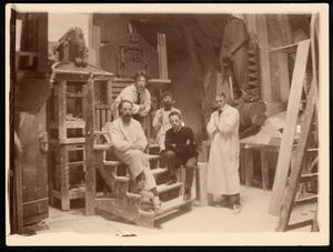 Atelier bij Scheepvaarthuis met  H.A. van den Eijnde, Hildo Krop, Toon Rädecker, Michel de Klerk (zittend) en Joop van Lunteren