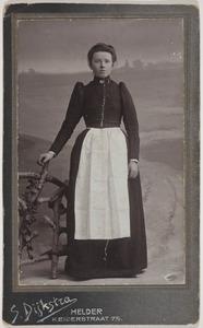 Portret van Grietje de Vries (1886- )