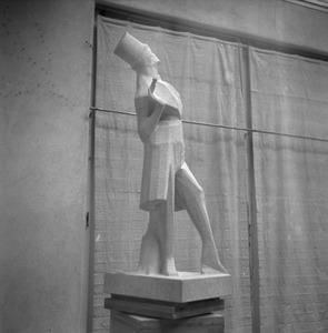Het atelier van Jan Bronner in de Rijksakademie met het beeld van Van der Hoogen, figuur uit de Camera Obscura van Hildebrand