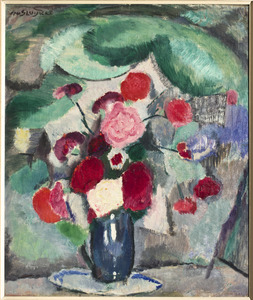 Boeketje rode bloemen tegen groene achtergrond