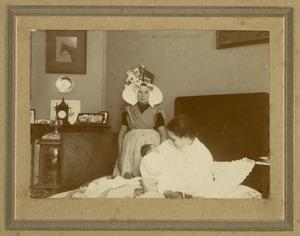 Johannes Pieter Adriaan van Ballegoyen de Jong (1911-?) en twee onbekende vrouwen