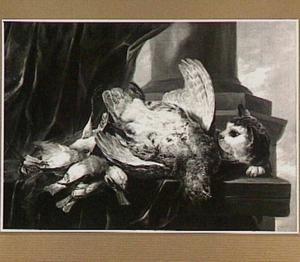 Patrijs en zangvogels op een plint; rechts een kat