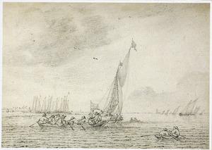 Roeibootjes en zeilschepen voor een kust