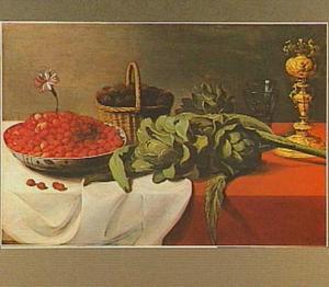 Stilleven van artisjokken, mandje met bramen, bekerschroef, twee roemers en een porseleinen schaaltje met aardbeien waarin een anjer is gestoken