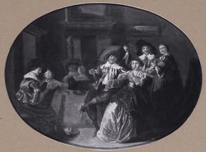 Elegant musicerend, drinkend en rokend gezelschap in een interieur