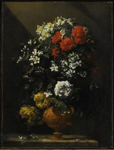 Bloemen in een gedecoreerde vaas