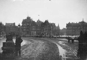 Gezicht op de Prins Hendrikkade te Amsterdam