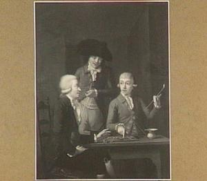 Portret van drie mannen rond een damspel