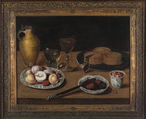 Stilleven met drinkgerei, fruit en pasteien