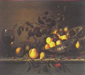 Stilleven met vruchten en roemer